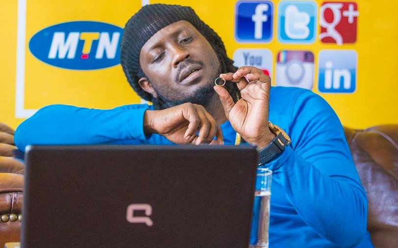 Bebe Cool shows off his wedding ring.