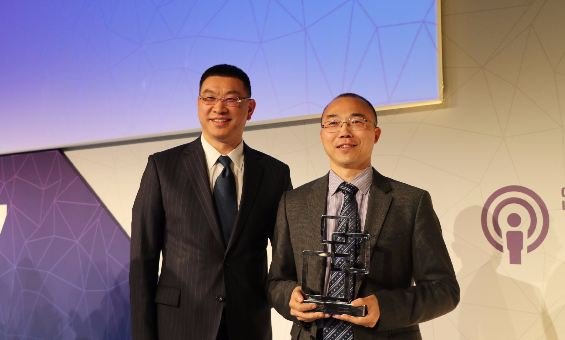 Mr. William Xu, Executive Director of the Board and Chief Strategy Marketing Officer of Huawei (Left) and Mr. Edwin Zhang, Director of Cloud Core Network Marketing Department of Huawei (Right)