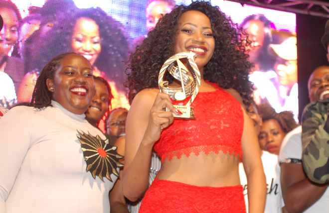 Sheebah Karungi receives Artiste of the Year award at the Zzina Awards