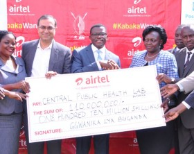 Buganda Kingdom Katikkiro Owek. Charles Peter Mayiga, Airtel Uganda officials and Ministry of Health officials pose with a dummy cheque handed over to the Central Public Health Laboratory.