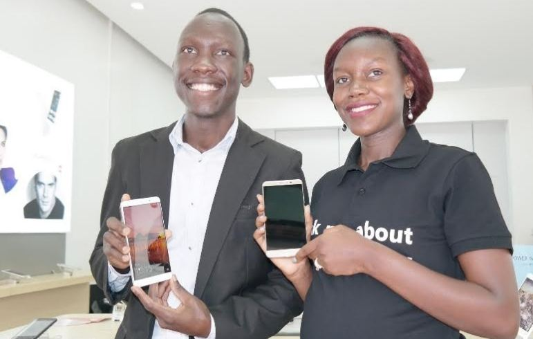 L-R: Sam Cris Ayo, Device Services Manager Huawei Uganda and Jean Baguma, Marketing Manager Huawei Uganda unveil the latest flagship Huawei Mate 9 at Kinetic Shop.