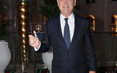 Thierry Antinori, Executive Vice President and Chief Commercial Officer for Emirates received the award on behalf of the airline.