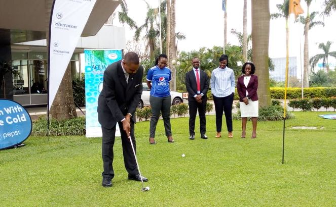 Sheraton's David Ssekitoleko putts as Pepsi's Audrey Lang(right), Clarkson Insurance's Alex Makata, Stanbic's Cathy Adengo and ICEA's Rehema Nakilyowa look on during the launch of the Pepsi Independence Day Golf Tournament.