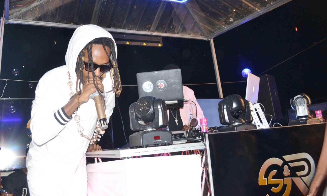 Feffe Bussi lights up Rave Night at Wave Lounge